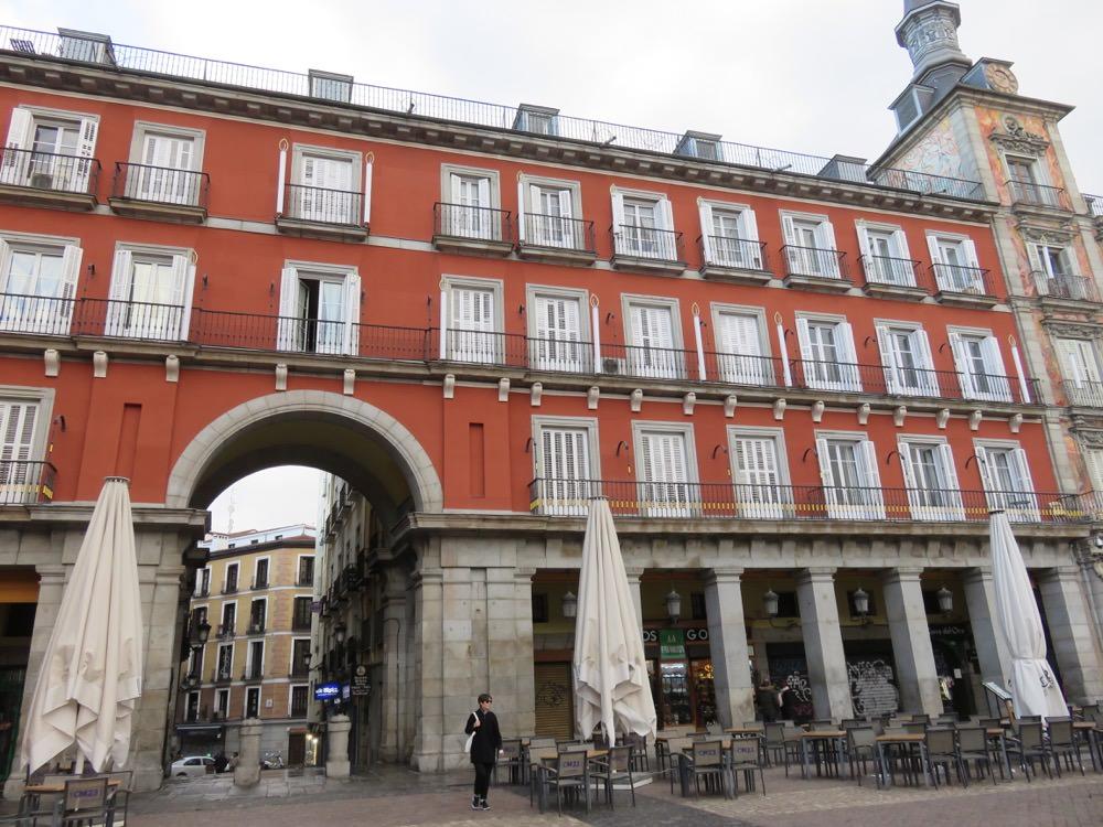 《西班牙馬德里》馬德里主廣場 拍照的同時當心荷包