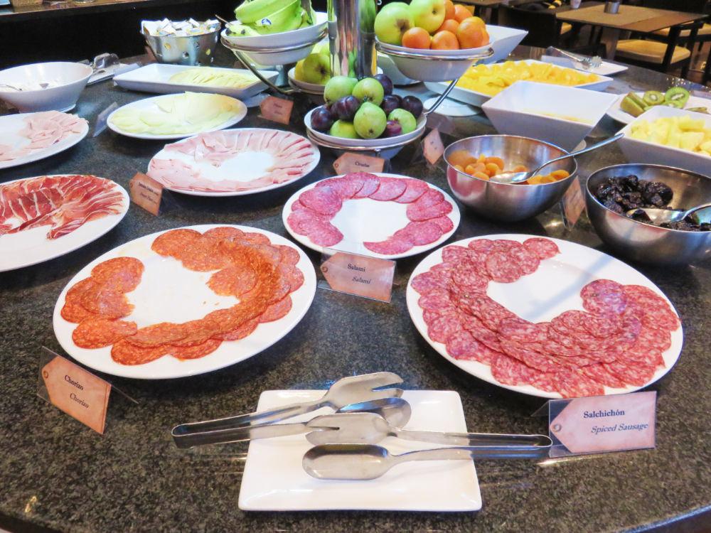 《西班牙Sheraton Barcelona》西班牙常見早餐都濃縮在自助餐裡