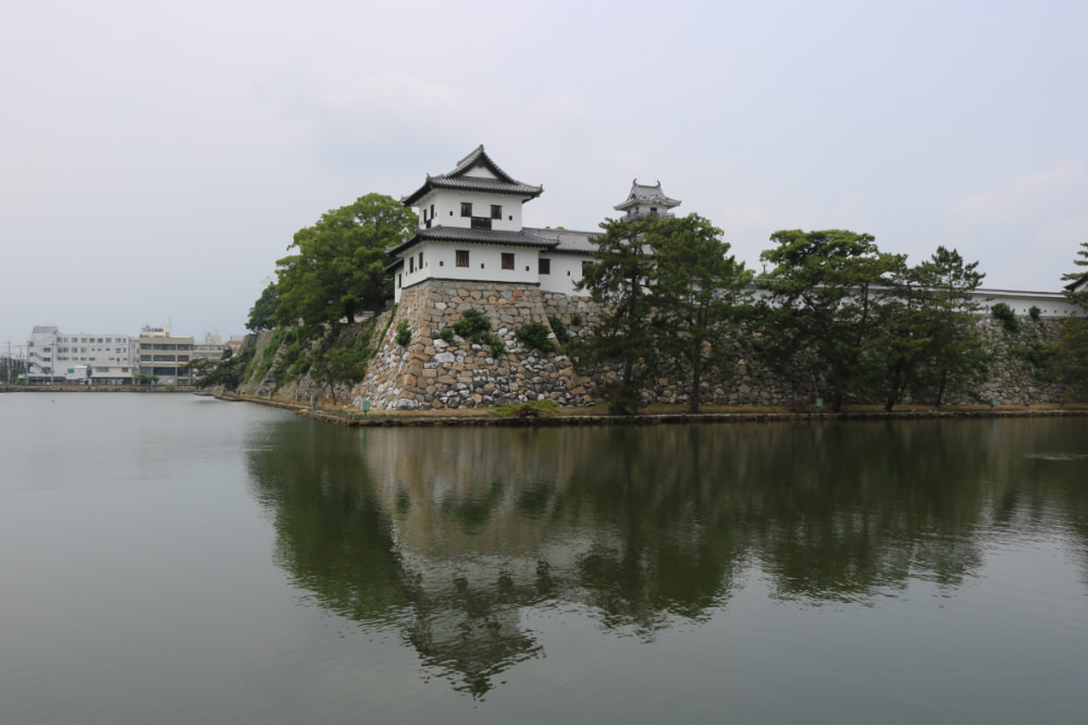 《今治城》象徵日本和平降臨三大水城之一