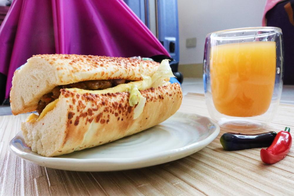 《台北內湖早餐》裘莉早餐屋招牌帕瑪森軟法意外滿足
