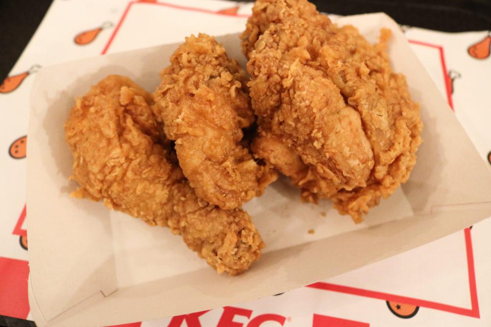 《西班牙巴塞隆納》西班牙肯德基KFC炸雞究竟好不好吃