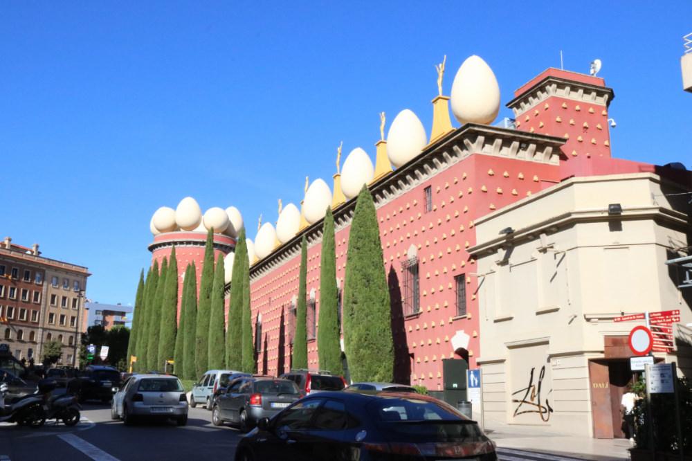 《西班牙Figures》從巴塞隆納買車票搭高鐵到費格拉斯找達利
