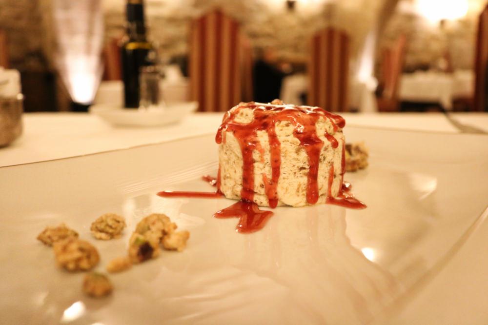 《西班牙卡爾多納》西班牙國營旅館 Parador de Cardona 城堡餐廳