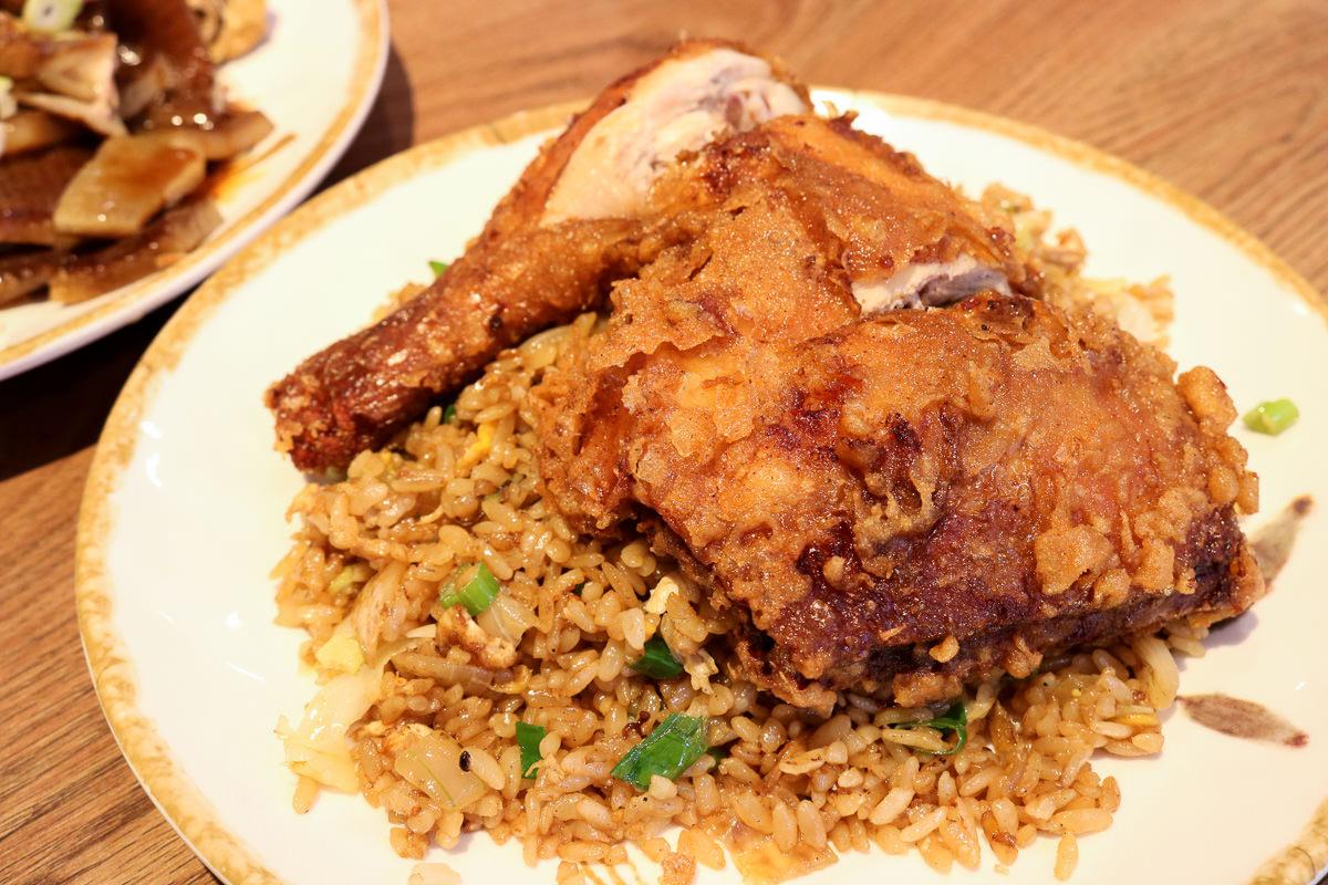 淡水黑殿飯店雞腿炒飯有傳說中黑店那麼厲害嗎