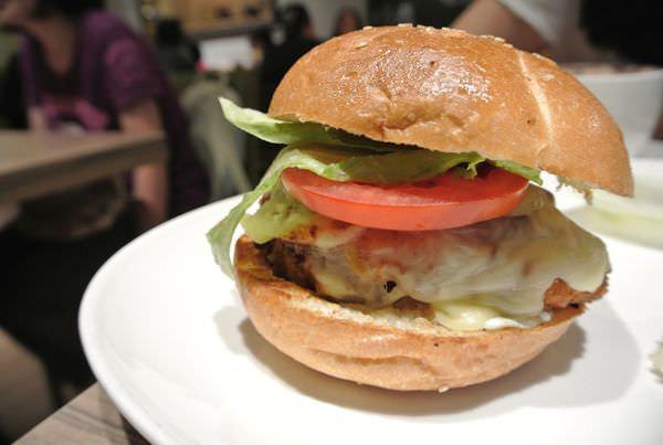 台北內湖。HouseBistro 好適廚坊。吃肉長肉 多多運動