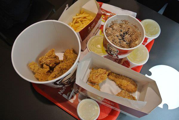 南美祕魯。庫斯科。肯德基。KFC。吮指炸雞配上道地印加可樂 旅人的慰藉