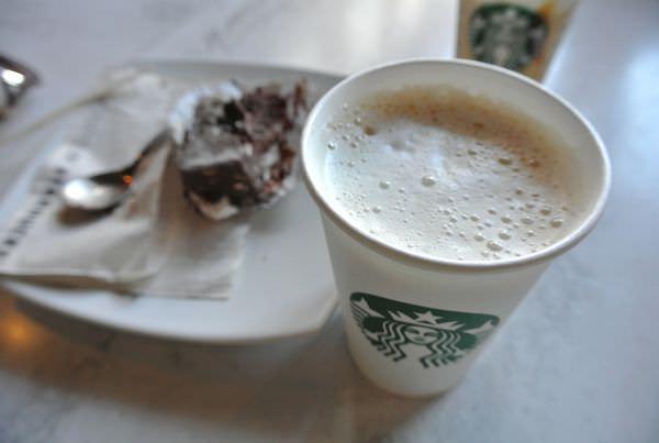 《南美》祕魯。庫斯科。Starbucks。星巴克。品嘗在地熱拿鐵 悠閒午後時光