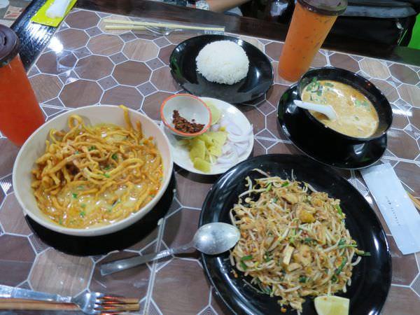 泰國清邁。Krua Dabb Lob。必吃黃咖哩麵 炒河粉 泰式奶茶