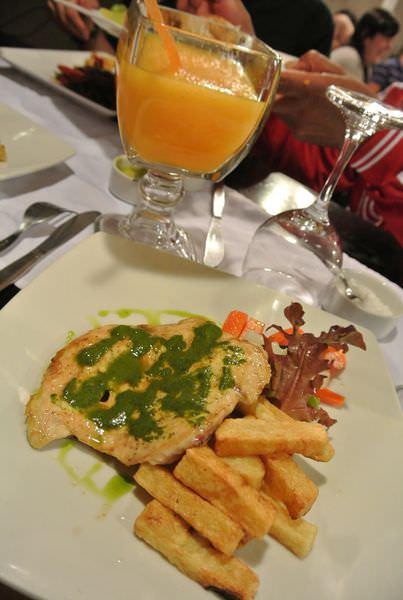 《南美》祕魯庫斯科。熱水鎮。Apu Salkantay。清爽不油膩的開胃湯品Soup de pollo