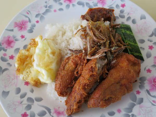 《新加坡》Changi Village Food Centre 樟宜村小吃中心 Nasi Lemak 必吃辣死你媽