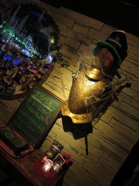 《台北》woops bistro bar。來古堡與武士喝杯酒再走吧