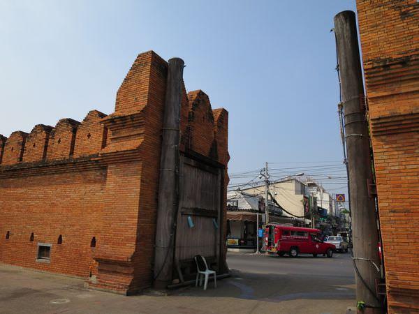 泰國清邁。塔佩門 Thapae Gate。古城巡禮 哪兒換錢好?