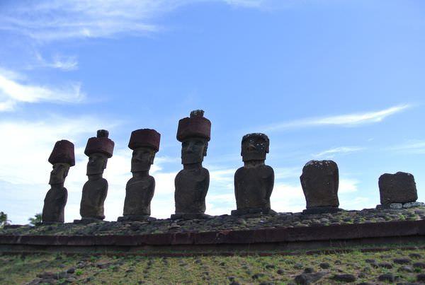 《南美》復活島。Anakena。撩人的白沙灘。moai也做日光浴!?